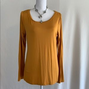 Cable & Gauge Gold Viscose Long Tee in XL.